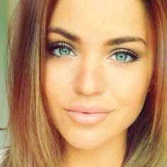 Minimal fresh faced makeup - brows, mascara, little eyeshadow, dewy face, lip gloss