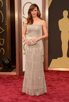 Jennifer Garner in Gucci. Interesting dress, she looks good