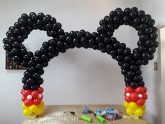 arco de baloes, bolas, bexiga do mickey mouse super facil e barato usando bambole, tutorial passo a passo Ballons Mickey Mouse, Mickey Mouse Theme Party, Minnie Mouse Birthday Decorations, Mickey 1st Birthdays, Fiesta Mickey Mouse, Mickey Mouse First Birthday, Mickey Mouse Clubhouse Birthday Party, 1st Boy Birthday, Balloon Decorations Party