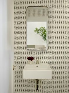 65 Modern Interior Design San Francisco Jute Home finds the perfect balance of antiques art and modern Bathroom Inspiration, Interior Inspiration, Design Inspiration, Bathroom Ideas, Bathroom Wallpaper, Of Wallpaper, Graphic Wallpaper, Perfect Wallpaper, Modern Interior Design