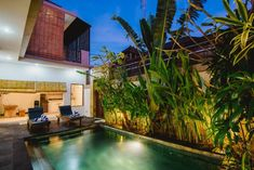 Mai 2020 - Gesamte Unterkunft für This villa perfectly located in the heart of Bali's luxurious Seminyak district home to some of Bali's best shops,spas,restaurants,bars & nightclub. Kuta, Famous Places, Spas, Restaurant Bar, Distance, Bali, Restaurants, Surfing, Walking