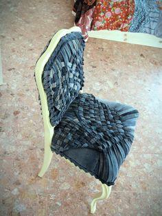 6 jeans utilizados para retapizar una silla
