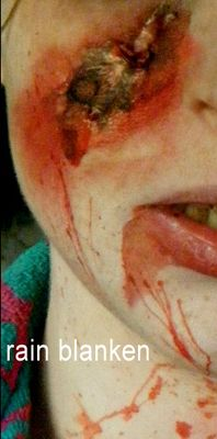 Zombie Makeup Tips and Ideas Burn hole zombie makeup tutorial from costume expert, Rain Blanken. -From Real and Horrifying Zombie Makeup Tricks- Zombie Makeup Tutorials, Makeup Tips, Hair Makeup, Makeup Ideas, Halloween Tags, Halloween Makeup, Halloween Ideas, Horror Makeup, Winter Fun