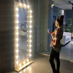 """Два метра света для @life_style_club и @phototseh_pro  @Regrann from @life_style_club -  А вот и обещанный сюрприз  Благодаря первому фотопространству  Ярославля """"Фотоцех"""" у нас в холле появилось специальное зеркало для селфистильное и с отличным светом  Приходите скорее опробовать новинку!# фкстильжизни #фотоцех @phototseh_pro #фкстильжизни - #regrann"""