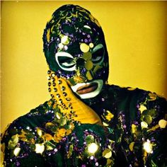 leigh bowery, by werner pawlok, 1988 Leigh Bowery, Blitz Kids, Rocky Horror Show, Mask Dance, Drag King, Stranger Things Steve, Real Queens, Holy Chic, Idole
