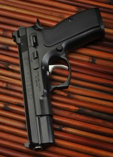 RAE Magazine Speedloaders will save you! Shooting Guns, Shooting Range, Weapons Guns, Guns And Ammo, Armas Wallpaper, Cz 75, Pocket Pistol, Fire Powers, Home Defense