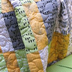 Apostrophe quilt kit : All the prints are simple and distinctive and work beautifully with the clean, fresh colours. Apostrophe finishes to 48″ x 66″, perfect as a sofa throw, a single bed topper, or a cosy couch quilt