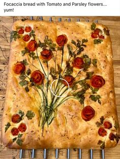 Tomato Rose Foccacia Focaccia bread with Tomato and Parsley flowers. Cute Food, Good Food, Yummy Food, Bread Shaping, Bread Art, Vegan Recipes, Cooking Recipes, Quiches, Creative Food
