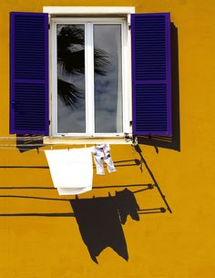 Письмо «We picked some Windows Pins for you Tableaux D'inspiration, Photographie Portrait Inspiration, Clothes Line, Window Sill, Color Theory, Light And Shadow, Color Photography, Architecture, Windows And Doors