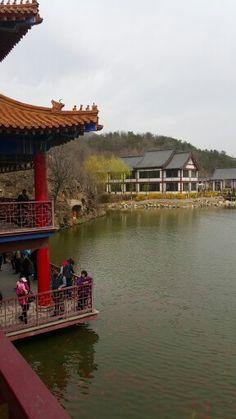 横山次。HengShan Temple going to Lv shun, China. April 18, 2015