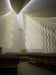 Iglesia Gaviota by Miguel Fisac Referência do véu, manto que se estende sobre os fiéis.