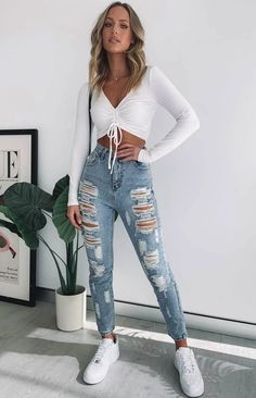 Crop Top Outfits, Komplette Outfits, Teen Fashion Outfits, Fall Outfits, Summer Outfits, Mom Jeans Outfit Summer, Denim Outfits, Ootd Fashion, Jeans Outfit Winter