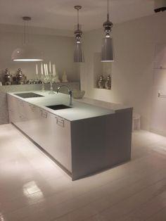 Solid Glass kitchen worktop by Erbi