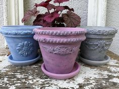 Clay pot embellishments Creative Arts And Crafts, Easy Diy Crafts, Decor Crafts, Flower Pot Crafts, Flower Pots, Diy Furniture Appliques, Painted Clay Pots, Iron Orchid Designs, Crafty Craft