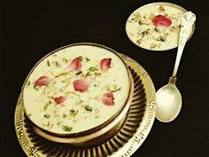 Rice firni / chawla ki firni Recipe by Hem Lata Srivastava on Plattershare Pakistani Desserts, Pistachio Cake, My Dessert, Food Hacks, Cheeseburger Chowder, Serving Bowls, Slow Cooker, Raspberry, Rice