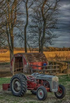 From the photos only in Iowa Antique Tractors, Vintage Tractors, Farm Pictures, Pictures To Paint, Country Art, Country Life, Primitive Painting, Farm Paintings, Ford Tractors