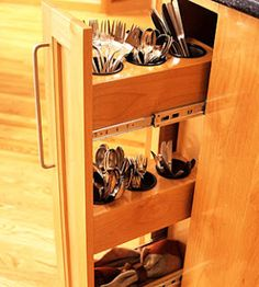 elizabeth grace: Hiding Places Vertical storage for flatware YES!