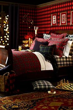 A Tartan Themed Bedroom.... the scottish lassie in me LOVES this!