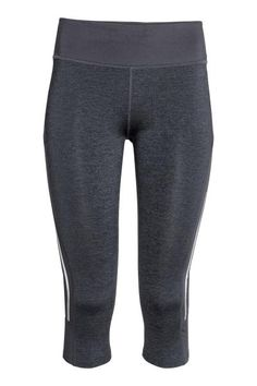 3/4-length running tights: 3/4-length running tights in fast-drying functional fabric with wide ribbing with a concealed drawstring at the waist and a zipped key pocket at the back. Ventilating mesh sections at the sides and back of the knees and reflective details.