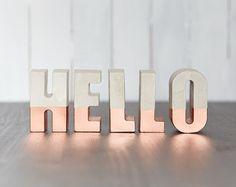 Betone Buchstaben eingetaucht in Kupfer Rose Gold | Wählen Sie Ihren Brief | Konkrete Alphabet | Handgefertigt und bemalt | Brutalismus | Minimale | Metallische
