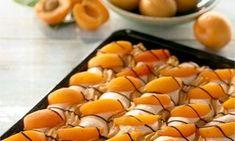 recipe-Letní meruňkové vlnky Pavlova, Cantaloupe, Mango, Food And Drink, Baking, Fruit, Drinks, Sweet, Manga