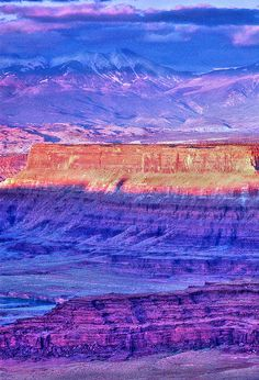 Canyonlands National Park, US is a U. National Park located in southeastern Utah near the town of Moab. Beautiful World, Beautiful Places, Places To Travel, Places To Go, Canyonlands National Park, Parcs, Places Around The World, Belle Photo, Beautiful Landscapes