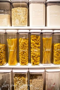 Küchenordnung Rangements et Organisation Storing Dry-Goods in your Pantry Kitchen Organization Pantry, Home Organisation, Organizing Ideas, Organized Pantry, Organising, Pantry Ideas, Food Storage Organization, Organised Kitchen Diy, Organize Small Pantry