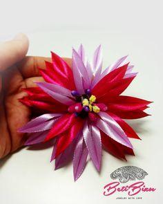 """Polubienia: 16, komentarze: 1 – Biżuteria z sutaszu #BetiBizu (@beti_bizu_handmade) na Instagramie: """"Ozdoba do włosów i nie tylko! . #betibizu #handmade #satin #flower #pink  #polish #art #jewerly…"""" Pink, Instagram, Pink Hair, Roses"""