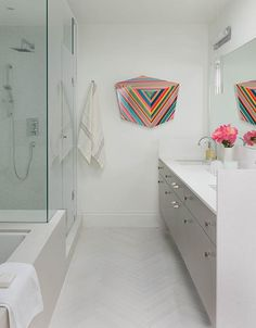2016 bathroom trends: Statement art {PHOTO: Stephani Buchman}