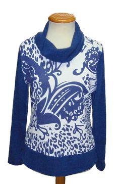 Camiseta cuello chimenea estampado  color azul