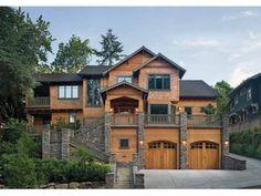 Стильный асимметричный дом с элементами стиля шале