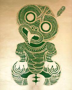 HEI TIKI - POUNAMU WITH FEATHER Tiki Tattoo, Maori Designs, Maori Patterns, Zentangle Patterns, Maori Legends, Kunst Der Aborigines, Polynesian Art, Tiki Art, New Zealand Art