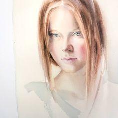 Всегда ли страшно начинать работу? А может это не страх, а что-то другое? И интересно закончится ли это когда-нибудь?  Я наблюдала много-много раз за тем, как студенты на курсах с замиранием сердца приступают к работе. И решила составить топ-10 страхов перед рисованием. Пока набрала только 6 пунктов. Поделитесь своими?  #polinaishkanova#watercolor#topcreator #waterblog #aquarella#portrait#girl#art