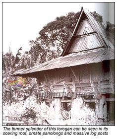 Torogan hut of the Maranaos (Lanao, Mindanao) Filipino Architecture, Philippine Architecture, Art And Architecture, Filipino House, Philippines Culture, Filipino Culture, Bamboo House, Mindanao, Home Crafts