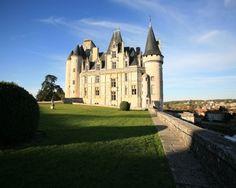 CHÂTEAU DE LA ROCHEFOUCAULD - Angoulême - France http://angouleme-hotels.argos.travel/a-decouvrir/8-chateau-de-la-rochefoucauld