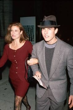 Tom Cruise & Mimi Rogers*- they were suppose to both come and look at Sally's house when it was on the market but Mimi was the only one who came. Tom Cruise Young, Mimi Rogers, Charlie Horse, Interview With The Vampire, Famous Couples, Old Love, Significant Other, Celebs, Celebrities
