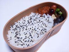 2012年09月04日(火) ヒヨコ豆とかをミートソースで煮たん,ソーセージ,焼ししとう,茄子糠漬け,胡麻塩掛けご飯
