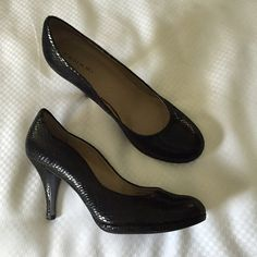 Black Snake Tahari Pumps Size 7.5 Tahari pumps in Colette. Faux snake print and scalloped edges. These have been worn but are in very good condition. Tahari Shoes Heels