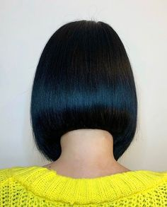 Bobs, Pixies, Disconnection: Precision Hair Cuts Plus Head Sheets Blunt Fringe, Pixie Bob Hairstyles, Hair Cutter, Master Barber, Short Hair With Layers, Hair Density, Beauty Care, Women's Beauty, Head Shapes