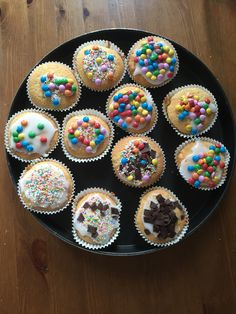 Cupcakes bakken met oppaskinderen.  Lekker versieren met glazuur, Smarties, disco-dip, vlokken, hagelslag. Wat jij wil!
