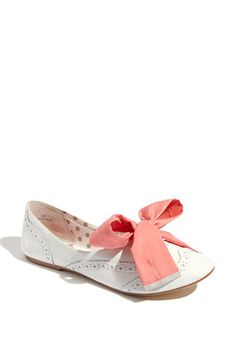 Perfect spring shoe! Invest in different colored ribbons to go with any look! #shoes #fashion