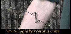 Tatuaje en el antebrazo brazalete pulso minimalista realizado en el estudio de tatuajes Logia Tattoo Barcelona. Tattoo Barcelona, Fish Tattoos, Tattoo Man, Tattoo Studio, Bangle, Minimalist