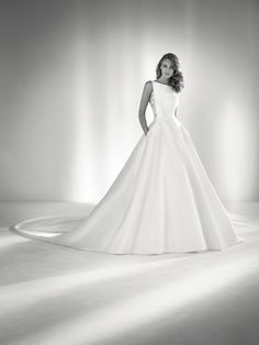 Ronda: Wedding dress with lace back | Pronovias 2018