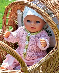 Cute knit sweater with light green border for Baby Born doll - Hjemmet DK - Puppenkleidung - Babycan Knitting Dolls Clothes, Doll Clothes, Baby Knitting Patterns, Doll Patterns, Kids Knitting, Girl Dolls, Baby Dolls, Baby Born Clothes, Baby Boy Hairstyles