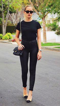 8 dicas para você incrementar o visual do dia a dia. Look all black, todo preto, calça skinny preta, sapatilha preta e nude chanel, bolsa chane, Valentina Ferragni