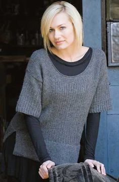 Umiah is a sweater smock with deep u-neck, ridged bodice, short drop-shoulder sleeves and sideseam slits.