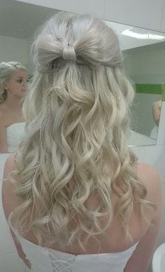 Hair bow :>