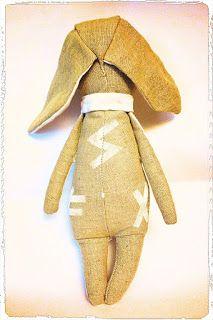 Sieg Hilde: Thor-Amédée, le super lapin runique #peinture #couture #blanc #lin #beige #rune #lapin #rabbit #chalk #doudou #enfant #child #handcraft #diy #faitmain #peluche #bébé #baby #tissu #sieghilde #sieg #viking #pagan #cadeau #sewing #surjeteuse #futhark #lexcellencecommebut #france #strasbourg #fimo