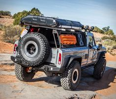 Enjoy the perfect blend of rugged style and matchless performance with the Roamr Jeep Gladiator Tomahawk. Jeep Pickup, Jeep Truck, Truck Camper, Jeep Wagoneer, Rugged Style, Jeep Gladiator, Lifted Ford Trucks, 4x4 Trucks, Decked Truck Bed