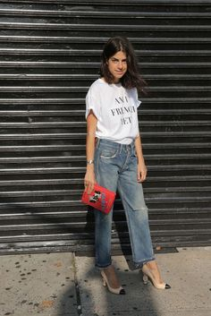Time for Fashion » Fall Stylish Combos: Jeans + Tee. White graphic t-shirt+straight leg jeans+nude and black pumps+red clutch. Summer Dressy Casual Outfit 2017